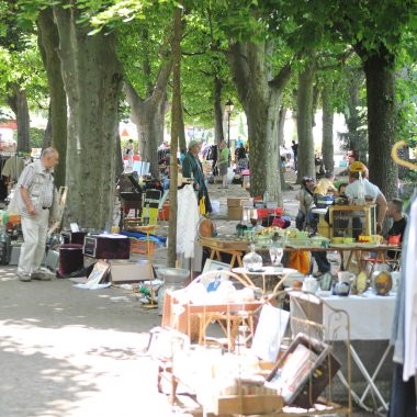 Secondhand markets & car-boot sales